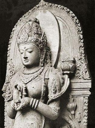 Arca Prajnaparamita yang sering keliru diidentifiksi sebagai Ken Dedes. Arca ini sekarang tersimpan di Museum Nasional. (Foto: repro Wikipedia)